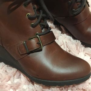 a58c6a7f1e2 Ugg Janney leather fur wedge lace up boots nwt NWT